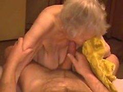 Eiaculo abbondante sulla nonna cedevole quantitativi bianco Angele da 1fuckdatecom