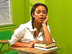 L'étudiante enseigne aux comment baiser sexe moule ebony