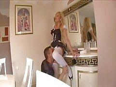 Vilain blonde de domestique Anal