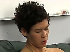 Neger mit erotischen behaarte Homosexuell die Achselhöhle und dicks Rad produziert eine riesigen