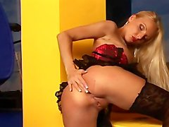 Smokin' Hot Blonde Masturbates