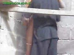 Del brunette eccitata viene catturato in cam in diretta nascosta soffiaggio questo tipo in cantiere