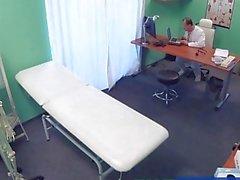 FakeHospital Lääkäri creampies houkuttelevan hoitaja