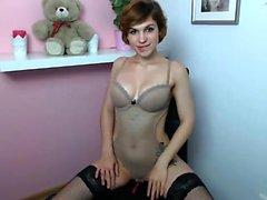 Lingerie sexy vestida rubia Katie Kay tiras para masturbarse