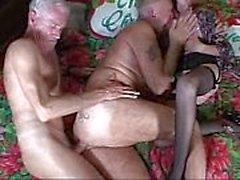 Büyük bir anne gone vahşi bir seks sikme orgy