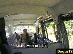 Brasiliani brit tassì bambina cumsprayed sulla figa