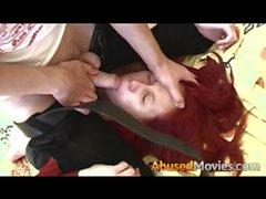 Busty Babe Redhead Erzwungen zu tun Gagging gewaltsam