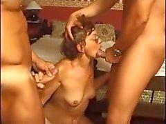 Gözlük Granny İki Cocks Sevdikleri