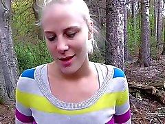 geblasen und große Gesichtsbehandlung im Walde