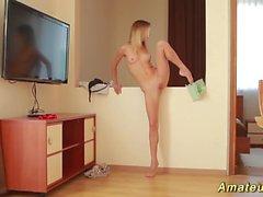 Flexi teen stretching her limber body