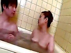 Japanse moeder en haar zoon niet