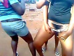 Ghanees попа танца и киски