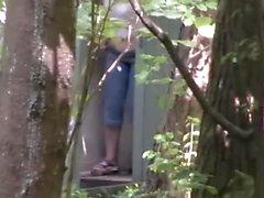 Tocador de madera en el parque