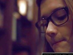 TEENFIDELITY - Ученица Cutie Алэйна Даусон Creampied на столе