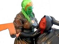 bambole maschera giocano 2