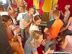 Junge Frauen Geile Girls von 18 bis 23, nach Popularitt