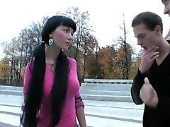 Prensley Rusya'nın Güzellik A Threesome Into the alır