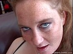 Super nette mollig Amateur fickt ihre Pussy klatschnass