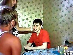 две горячие милашек Русский получает выебанная физического жесткого