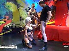 Maduras de América Emma se de Starr en primer lugar bukkake de alemana