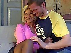 Fransk blondin med fina tuttar knullade