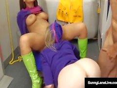 Las azafatas Sunny Lane y Eva Angelina se follan en el avión!