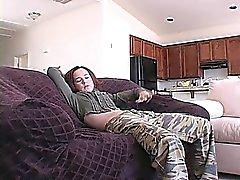 Petite Redheadmädchen Annabelle zeigt ihren schlanken Körper für die Kamera aus