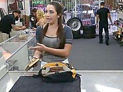 Chica de colegio se vende su libro y follada a Monte de Piedad