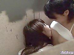 adolescentes lésbicas asiáticas beijar