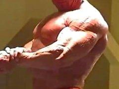 von NICI giurgi biegt seine harten Muskeln ! ! !