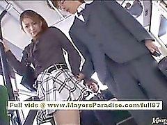 NAO Yoshizaki seksikkäitä Aasian Teen bussissa