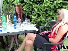 Heiße Lassies werden auf einer Party frech