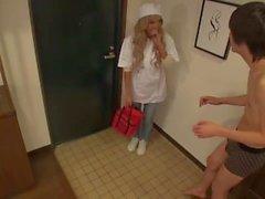 Blonde japanische Babe gibt eine erstaunliche Blowjob