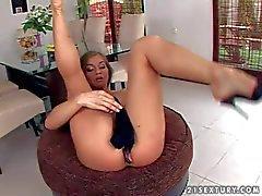 Juicy euro babe Rita Faltoyano strokes her pussy