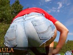 Pantalones cortos calientes adolescentes luchando