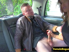 Bigtit taxista facialized após porra