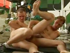 Гей дикий Hardcore секса в спортзале