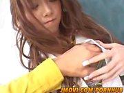 Рику Сакураи горячим азиатские милашка в мини-юбке дает звездную минет