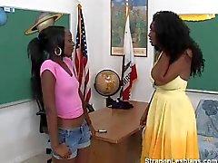 abanoz bir strapon lesbian anal bir öğretmen