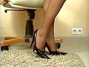 Classy lady gets cum on her feet