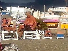 пляже Большие красивые женщины