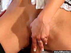 Hot Maid offre pussy per il pranzo