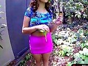 Bystiga tonåring Sasha somrarna får hennes röv att smälla gott