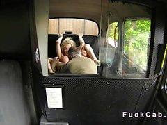 Шантажируют британский ударил во поддельным на такси