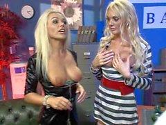 Блондинка и блондинка Гемма Масси и каприз джане трахают