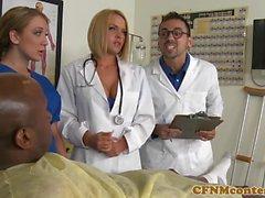 CFNM hoitajalle cumsprayed suuhun