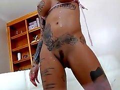 schamlippen tattoo reife fraue