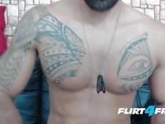 Brandonn T на Flirt4Free Guys - Разорванный Бородатый Чувак Cums на его жесткий Abs