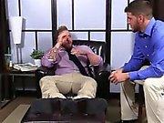 Poilu d'Aaron branlette sa pine que Marshall est sucer ses doigts de pied