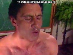 Taija Раэ Джона Leslie выполнен в классическом 80- порно видео с Джоном